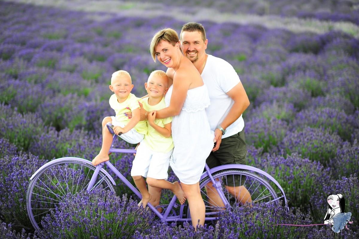 Rodinný portrét v levanduľovom poli